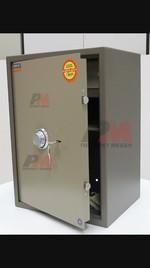 Комбинирани метални сейфове с ляво или дясно отваряне на вратата